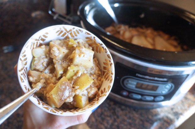 Overnight Chai Pear Steel Cut Oatmeal (Slow Cooker)